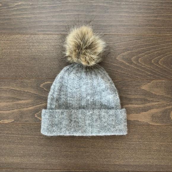 Aritzia hat.